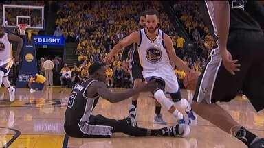 Warriors vencem e ficam a duas partidas de mais uma final da NBA - Warriors vencem e ficam a duas partidas de mais uma final da NBA.