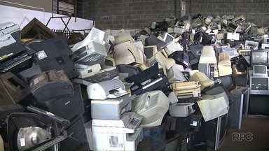Ong de Londrina transforma lixo em dinheiro - Tudo é reciclado: produtos de Informática, eletrodomésticos, telefones... E, neste sábado, a Ong E-lixo vai estar recolhendo esses materiais em Santa Mariana, na Praça Getúlio Vargas.