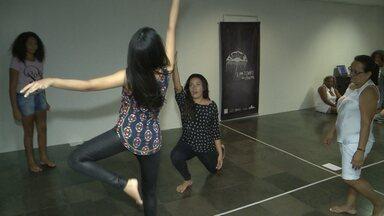 Companhia artística oferece oficina gratuita de dança teatral em Sousa - Oficina de dança teatral é oferecida pela companhia artística A3 no Centro Cultural BNB em Sousa.