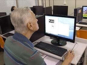 Universo virtual ainda é um desafio para as gerações mais velhas - Pesquisa do IBGE indica que apenas 17% das pessoas acima dos 60 anos usa a internet.
