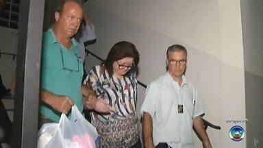 """Suspeita de desvio milionário da prefeitura de Santa Cruz faz colaboração pública - O advogado da ex-tesoureira suspeita de desviar mais de R$ 7 milhões da prefeitura de Santa Cruz do Rio Pardo (SP), Luiz Mitsunaga, disse que Sueli Feitosa foi """"autorizada"""" a se beneficiar do esquema de desvio de dinheiro público durante uma entrevista coletiva realizada em Bauru nesta terça-feira (17). A ex-funcionária pública fez uma colaboração pública na Justiça."""