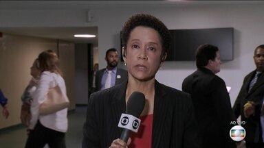 Câmara e Senado encerram sessões após notícia do Globo - Parlamentares se reuniram na liderança de partidos. Alessandro Molon entrou com pedido de impeachment contra Temer.