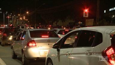 Problemas em semáforos causa transtornos a motoristas em São Luís - Congestionamentos têm tirado o sossego dos motoristas na capital e a situação dos semáforos atrapalha ainda mais o trânsito.