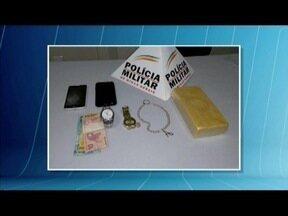 Polícia apreende um quilo de crack e casal é preso em Ipatinga - Segundo a Polícia Militar, droga é avaliada em R$ 13 mil; casal foi preso após denúncia anônima, quando envolvidos iriam realizar uma transação de venda da droga.