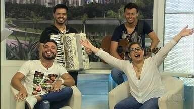 Marília Mendonça e Felipe respondem perguntas dos fãs, em Goiânia - Eles estão entre os músicos que se apresentam durante a Pecuária da capital.