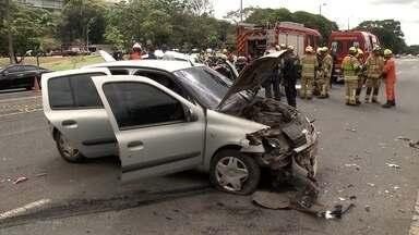 Acidente grave no Eixão Sul deixa quatro pessoas feridas - O congestionamento chegou a seis quilômetros nos dois lados do Eixão.
