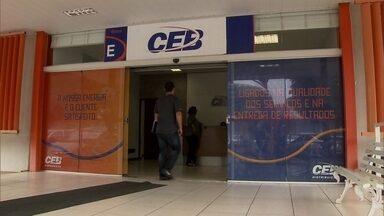 Concursados da CEB cobram nomeação de prestadores de necessidades especiais - A CEB respondeu que vai se adequar à lei do teto dos salários dentro do prazo.