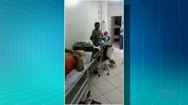 Pacientes denunciam hospital lotado e macas no corredor - Pacientes denunciam hospital lotado e macas no corredor