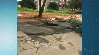 Prefeitura de Cachoeiro diz que asfalto danificado será reparado até a próxima semana - Empresa explicou que tubulação de água rompeu no local.