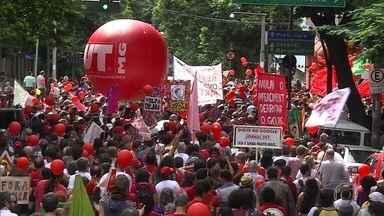 Manifestantes fazem protestos contra Temer em 19 estados e no DF - Manifestantes foram às ruas em 19 estados e o Distrito Federal para pedir a saída do presidente Michel Temer e a realização de eleições diretas.