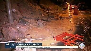 Chuva causa desmoronamento na região central de SP - Deslizamento de terra e partes de um muro interditaram a Rua Almirante Marques Leão.
