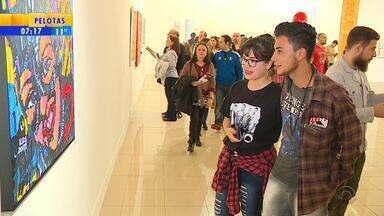 'Noite dos Museus' leva mais de 50 mil visitantes a museus e espaços cude Porto Alegre - Ao longo da noite de sábado (20), público acompanhou mais de 40 atrações gratuitas distribuídas em 10 espaços culturais da capital.