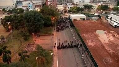 Cracolândia do Centro de São Paulo é fechada durante operação com quase mil policiais - Alguns traficantes foram presos e muitos dependentes se espalharam.