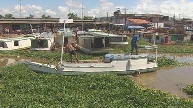 Barqueiros fazem limpeza do Igarapé das Mulheres para facilitar acesso a porto - A Secretaria de Estado de Transportes (Setrap) informou que já se reuniu com a Associação dos Barqueiros do Perpétuo Socorro e está fazendo um estudo da situação para a realização da limpeza completa e o desassoreamento do canal.