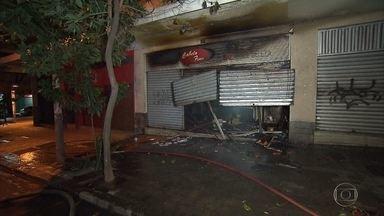 Incêndio destrói salão de beleza, na ragião central de Belo Horizonte - Um transformador de energia também explodiu no Centro da capital mineira.