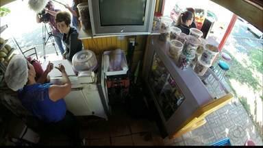 Pequenos e micro empresários têm que se adaptar ao oferecimento de cartão de crédito - Com os consumidores cada vez mais exigentes e um mercado mais concorrido, até os pequenos e micros empresários têm que se adaptar e oferecer esse modo de pagamento.