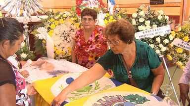 Emoção marca o enterro do corpo da artesã Dica Frazão em Santarém - Artista morreu aos 96 anos. Missa de corpo presente ocorreu na igreja Matriz.