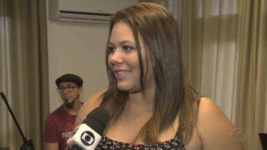 Cantora Lara Melo interpreta músicas de Chico Elpídio - Ela se apresenta no espetáculo Mar de Harmonias.