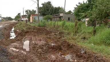 Lamaçal no bairro Centro América causa transtornos a moradores em Corumbá, MS - Lamaçal no bairro Centro América causa transtornos a moradores em Corumbá, MS