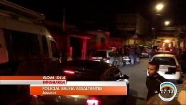 Policial reage a assalto e baleia dois homens em Jacareí - Um terceiro foi baleado.