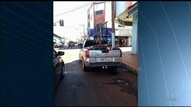 Quadro 'Tá Certo Motorista' mostra infraçõs de trânsito pelas ruas de Goiás - Em Itumbiara, na região sul do estado, os motoristas não estão respeitando a faixa de pedestre. Nem a multa de quase R$ 200 tem inibido os condutores.