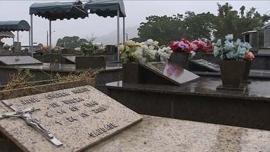 Há dois anos, cemitério do Itacorubi não tem mais vagas e impasse impede obras no local - Há dois anos, cemitério do Itacorubi não tem mais vagas e impasse impede obras no local