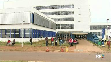 Estudante peruano baleado na UEPG volta para casa nesta quarta-feira (31) - Ele foi atingido durante um assalto dentro do campus de Uvaranas