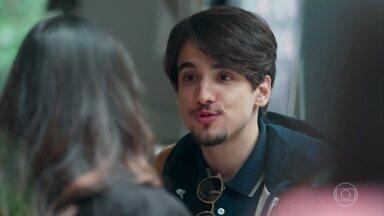 Felipe diz a Lica que decidiu ficar com Clara - Lica desabafa com Tina. A menina conta que está gostando de Anderson de verdade
