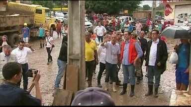 Governador e secretários visitam municípios atingidos pelas enchentes - Em Catende, Paulo Câmara detalhou como será a ajuda aos comerciantes.