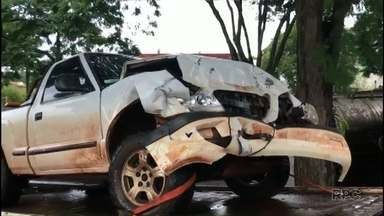Bandidos roubam caminhonetes, batem veículos um no outro e fogem de ônibus - Eles foram presos na rodoviária de Umuarama. Caminhonetes tinham sido roubadas em Rolândia, na região de Londrina.