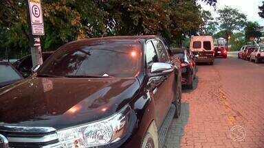 Cinco pessoas são presas por estelionato em Resende, RJ - Suspeitos apresentaram contrato de locação de veículo em nome de uma montadora e levaram quatro carros. Empresa desconfiou e acionou a polícia.
