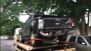 Ladrões atrapalhados roubam veículos e batem um no outro - As duas caminhonetes foram abandonadas na PR-323, perto de Cafezal do Sul. Os condutores, um de 20 e outro de 25 anos, foram encontrados na rodoviária de Umuarama e presos.