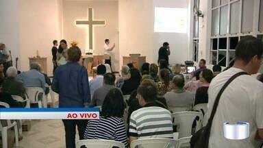 Evento ecumênico reúne católicos e evangélicos - Evento é na noite desta quarta em São José.