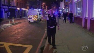 Van atropela várias pessoas em ponte importante de Londres - Também há relatos de que tiros foram disparados em outras áreas da cidade. A polícia já trata o caso como atentado terrorista