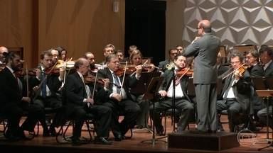 Sem salário, músicos da Orquestra Sinfônica fazem show para arrecadar fundos - No reencontro com o público esse ano, a Orquestra Sinfônica Brasileira fez duas apresentações para arrecadar dinheiro para os músicos. Eles estão há sete meses sem receber salários. Em 77 anos, é a primeira vez que a OSB não tem uma temporada oficial