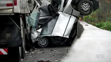 Dois dos feridos em acidente na BR-277 em Balsa Nova têm alta do hospital - Polícia Civil vai abrir inquérito para investigar o que causou o acidente, em que 6 pessoas morreram.