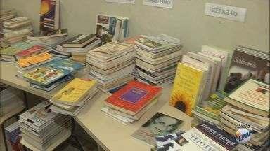 São Carlos realiza a 1ª Barganha Literária na Biblioteca Municipal neste sábado - Morador leva livro e troca por outro disponível no local.