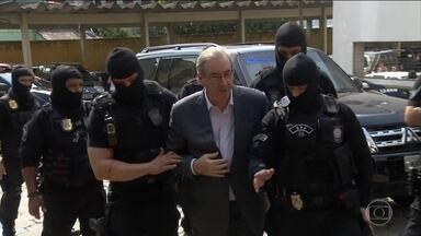 Eduardo Cunha diz à PF que não negociou silêncio com o governo - O ex-deputado Eduardo Cunha foi ouvido, nessa quarta-feira (14), no inquérito que investiga se o presidente Michel Temer, entre outras suspeitas, deu aval para a compra do silêncio dele.
