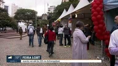 Começa a Feira da Diversidade no Vale do Anhangabaú, parte do mês do Orgulho LGBT - O evento tem shows, artesanato, moda, gastronomia e um estande para divulgar a Lei estadual contra a Homofobia.