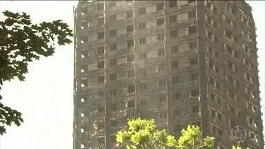 Sobe para 17 o número de mortos no incêndio de um prédio em Londres - Primeira-ministra britânica, Theresa May, pediu uma investigação completa do caso. Segundo as autoridades, não há mais esperança de encontrar sobreviventes dentro da torre, e com tantos desaparecidos, o número de vítimas ainda deve subir.