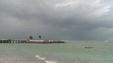 Tempo deve continuar chuvoso em Maceió - É bom ficar em alerta ao sair de casa.