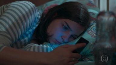 Keyla não consegue dormir - Com medo de prejudicar a saúde de Tonico, ela desiste de amamentar e prepara uma mamadeira para o filho