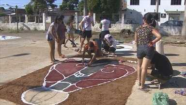Ruas de Porto Velho ganham cores com tapetes de Corpus Christi - Tradição existe desde o tempo da colonização.