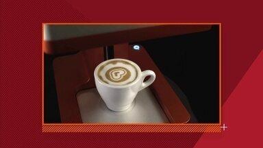 Máquina personaliza café com leite - A tinta é um extrato à base de café. Máquina imprime qualquer imagem em cima da bebida, quente ou fria, em menos de dez segundos.