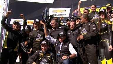 Gaúcho vence pela primeira vez na categoria da Stock Car - Gaúcho Vitor Genz vence a corrida 2 da Stock Car pela primeira vez.
