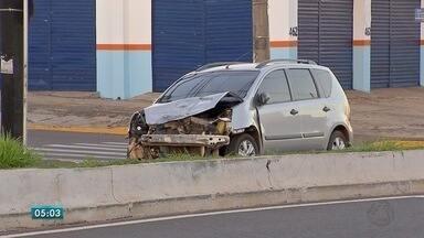 Fim de semana de muitos acidentes de trânsito em Campo Grande - Só no domingo (18), foram registrados mais de 20 nas ruas e avenidas da capital. Um porteiro de 35 anos ficou ferido em um deles quando seguia para o trabalho.