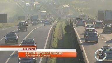 Estradas da região ficam cheias no retorno do feriado - Floriano Rodrigues Pinheiro teve trânsito intenso nesse domingo.