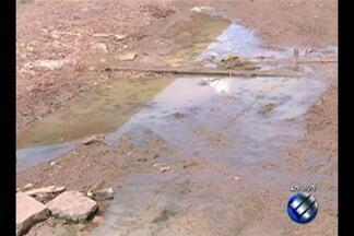 Falta de saneamento dificulta a vida de moradores do Parque Guajará, em Icoaraci - Os moradores da 'quadra 4' não aguentam mais a lama e a buraqueira na rua. O local tem ainda mato alto e quando chove, alaga tudo.