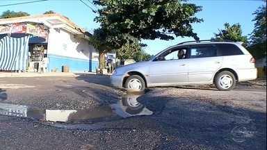 Buracos atrapalham motoristas nos bairros Maria Leite e Aeroporto, em Corumbá - Buracos atrapalham motoristas nos bairros Maria Leite e Aeroporto, em Corumbá
