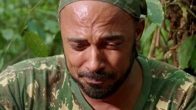 Hoje é dia de sobrevivência na selva: abrigo e refeição - Alexandre Henderson aprende a fazer um abrigo e a encontrar comida no meio da selva